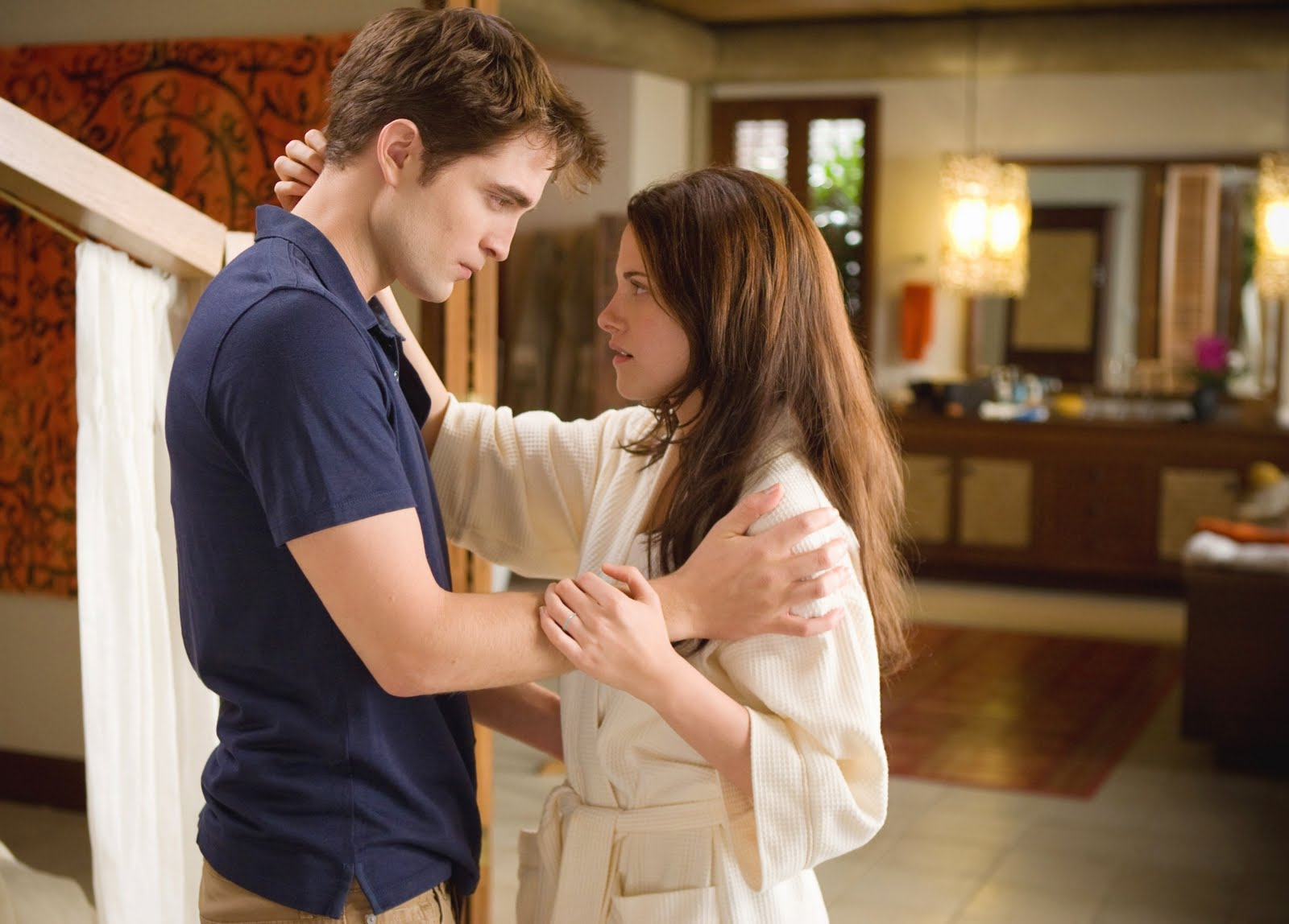 http://2.bp.blogspot.com/-ZYsLduqr1Z4/TmtyghKk2WI/AAAAAAAAAhI/0SpkmLWENwo/s1600/twilight-breaking-dawn-robert-pattinson-and-kristen-stewart.jpg