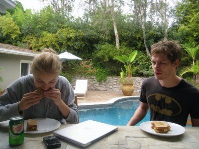 Джозеф морган и его девушка канадская