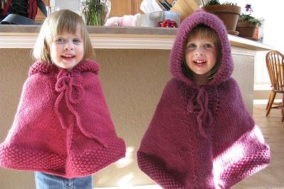 Вязание спицами пончо с капюшоном для детей 58
