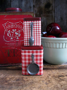 I think these are my favorite pantry tins ever--and they aren't even blue!