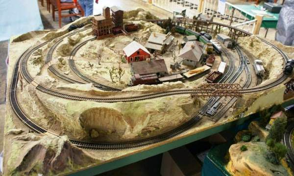 Model trains for beginners ho scale tracks - Ho scale layouts for small spaces concept ...