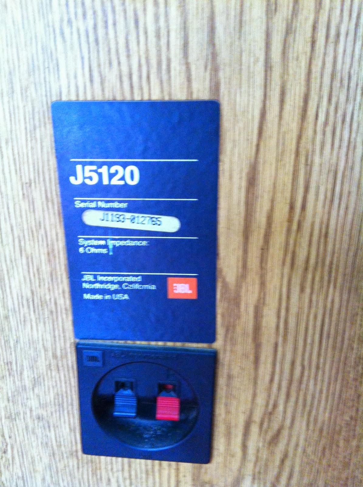 Cận cảnh Logo và cầu loa JBL - J5120