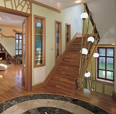 [Hallway with stairs]
