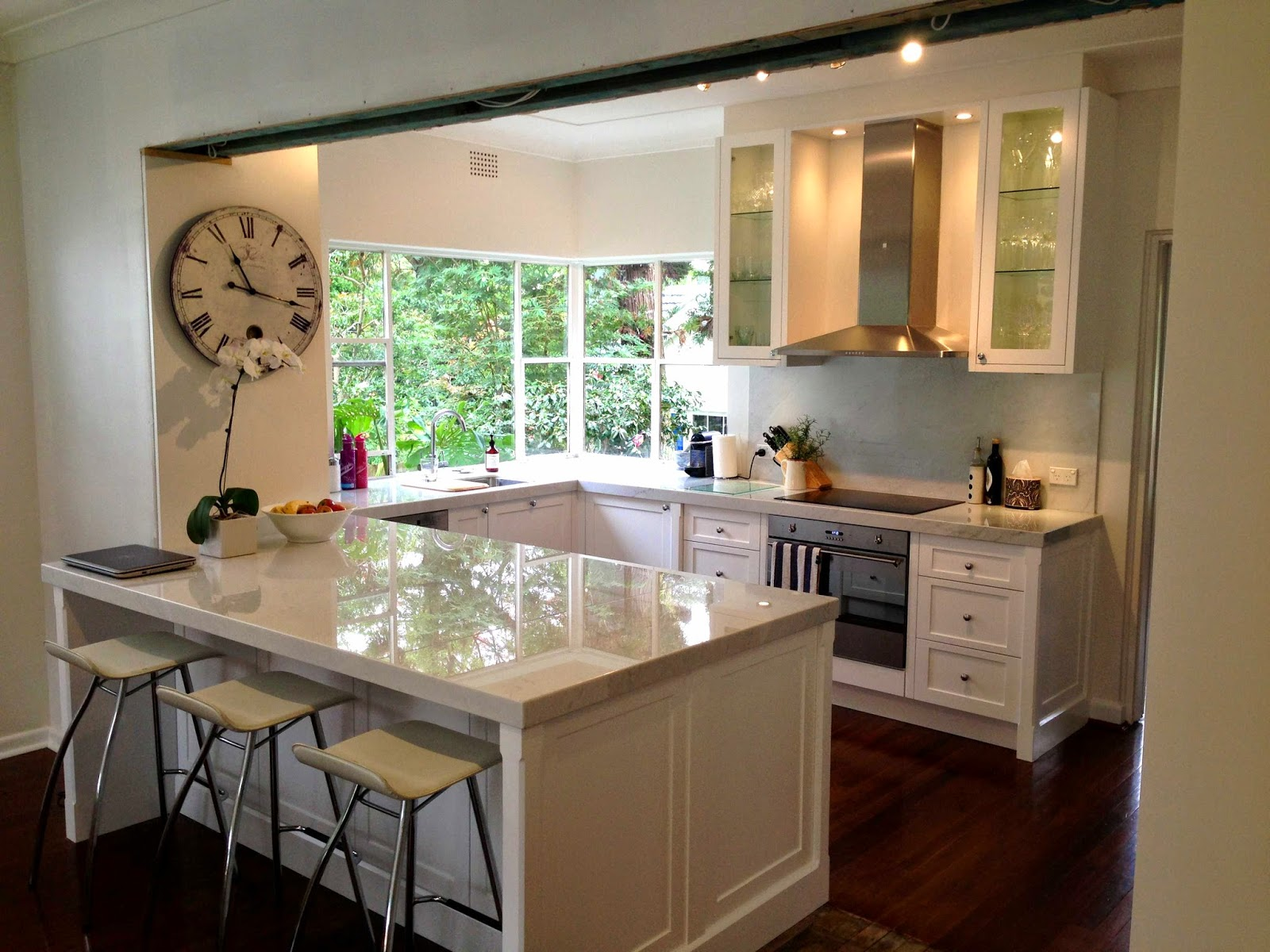 Matt michel design custom built in furniture kitchen for Hampton style kitchen stools