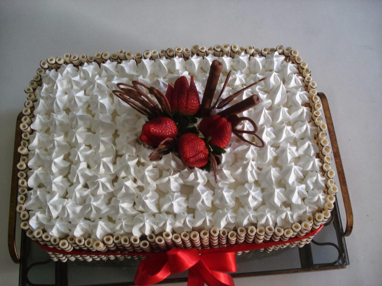 Bolo de Morango. Um lindo bolo de aniversário!