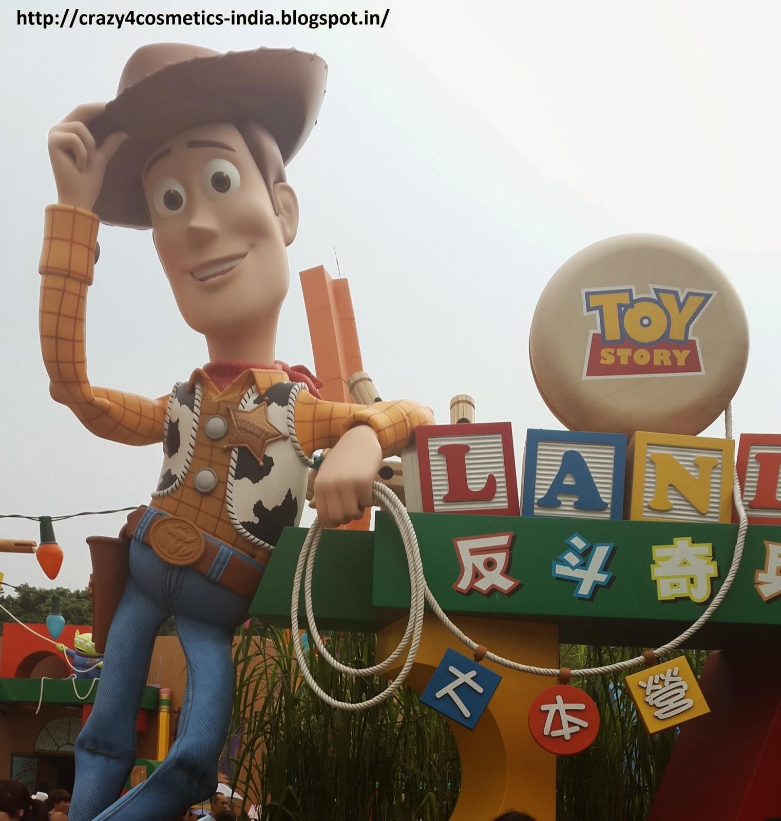 ToyStory-Woody-Disneyland