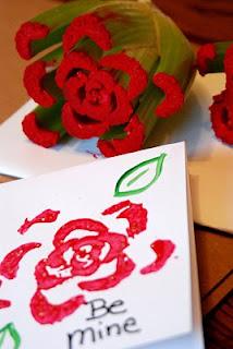 Carimbo de uma rosa feito com legume