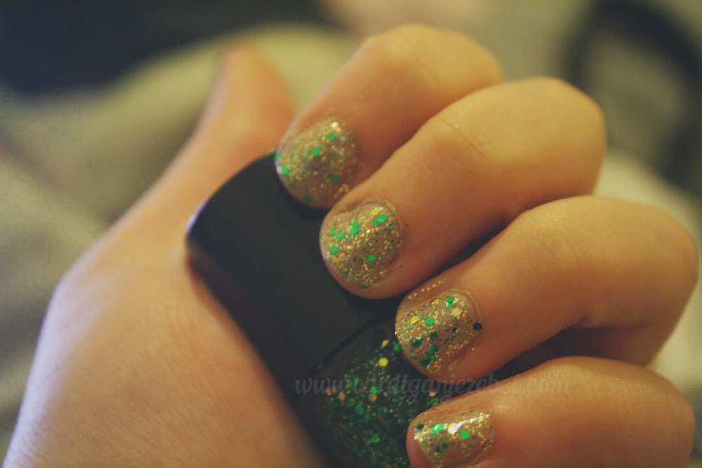 gold and green glitter holiday nails