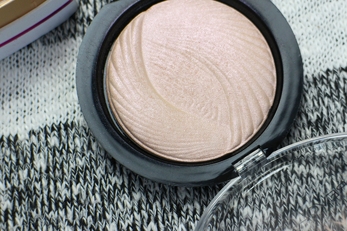 MAKE UP REVOLUTION PEACH LIGHTS HIGHLIGHTER