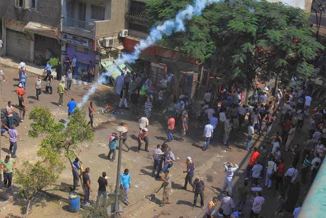 صور تُنشر لأول مرة لأحداث ميدان الجيزة ونفق الهرم أثناء مذبحة الفض 993481_10202609933749984_775987067_n