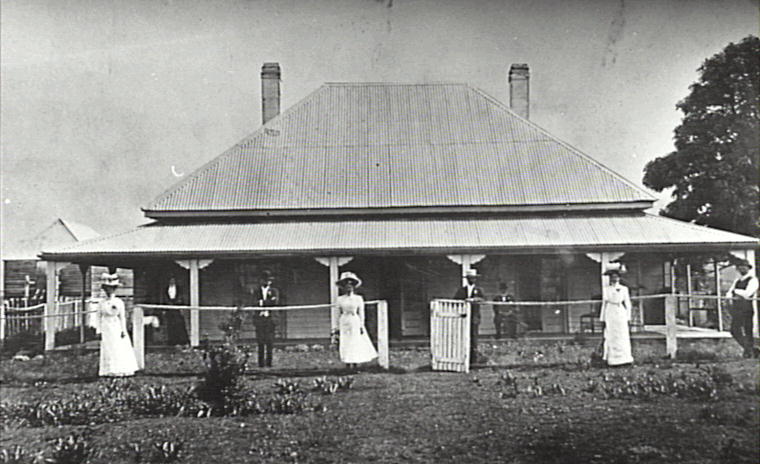 The Johnston Family Outside Marks Villa At Albion Park C1910 Shellharbour Images City Libraries