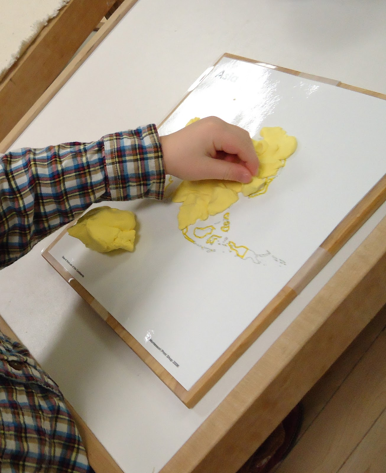 montessori function of words paper Paper while feeling the figure they repeat the name of the number or the  phonetic sound of the letter  children discover that words are merely sounds  put together  functions the children are first introduced to the quantities and  symbols.