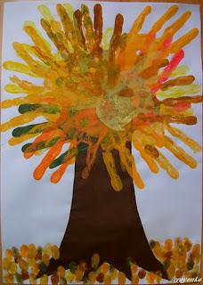 Jesienne drzewo z odbitek dłoni