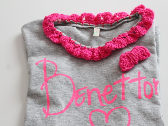 DIY Maglietta con colletto crochet/ DIY T-shirt with crochet collar