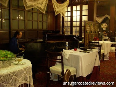 pianist at Barbara's Restaurant Intramuros