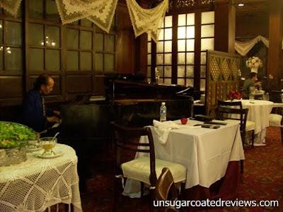 pianist at Barbara's Restaurant Intramuros
