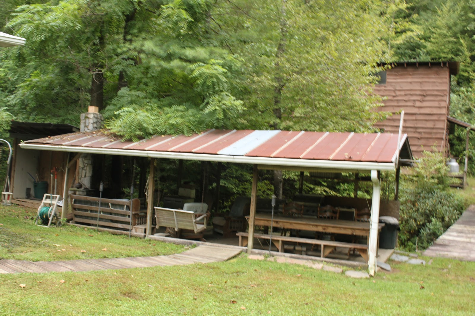 Brown mountain lodge and creekside cozy cabin rentals for Fishing cabins in nc