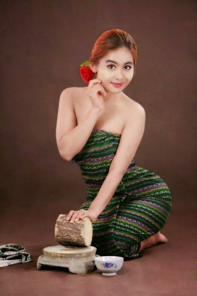 Myanmar Girl di 2020   Gaun