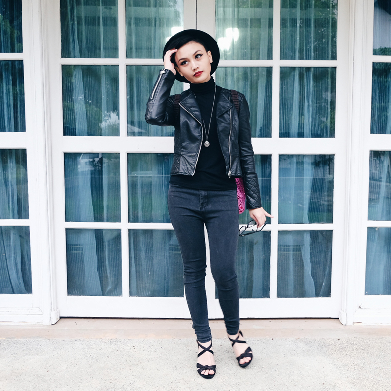 Bruneian Blogger wearing all black