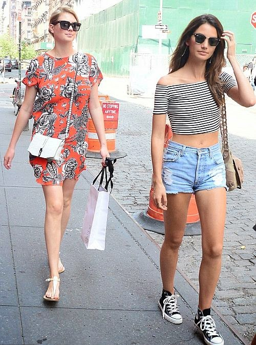 Girls, you seriously look good in everything! Kate Upton and Lily Aldridge were in New York on Thursday, July 3, 2014 with all their essentials except for shopping spree.
