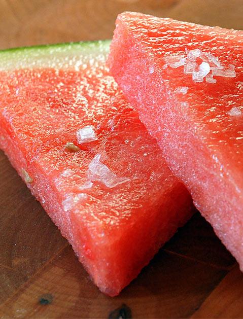 7 фруктов, которые станут вкуснее, если их посолить