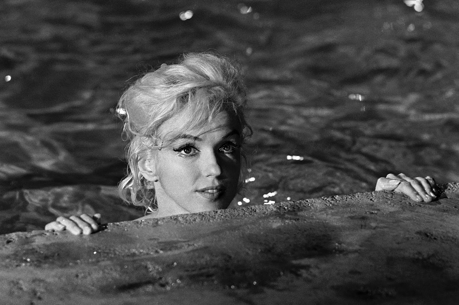 http://2.bp.blogspot.com/-ZcdYZjJDUF4/UCKyZktJMWI/AAAAAAAABGY/NO2LR_XSkPU/s1600/Marilyn+last+movie.jpg