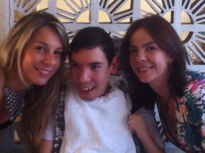 Gabil com a as irmãs