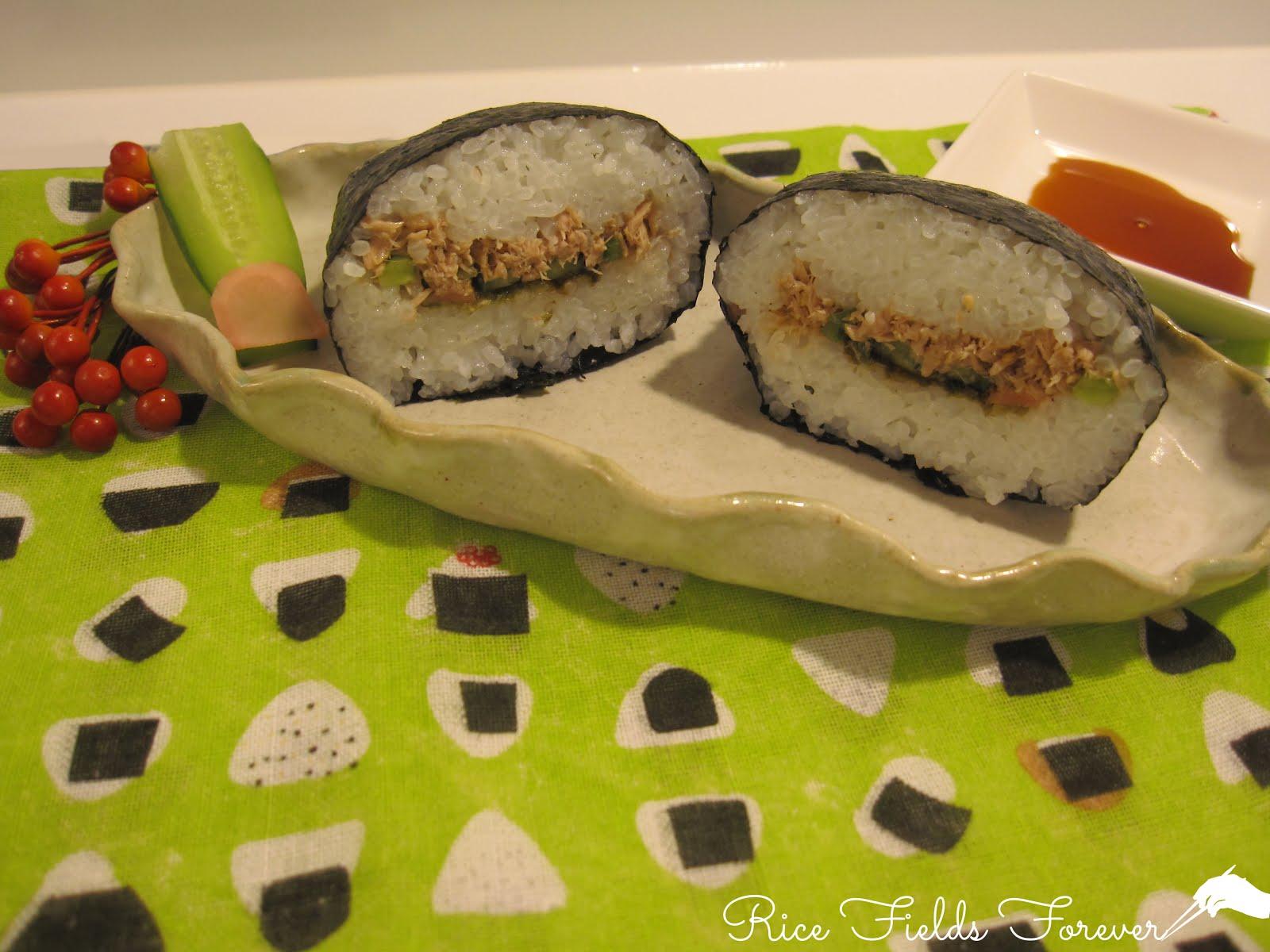 Onigirazu z tuńczykiem, ogórkiem i tsukudani