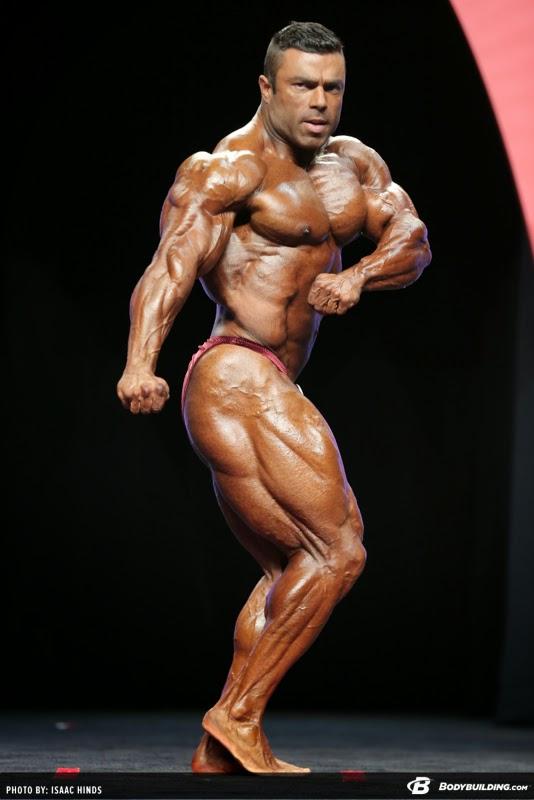 Com 95,3 kg, Eduardo Corrêa se apresenta no palco do Mr. Olympia 2014 Foto: Isaac Hinds