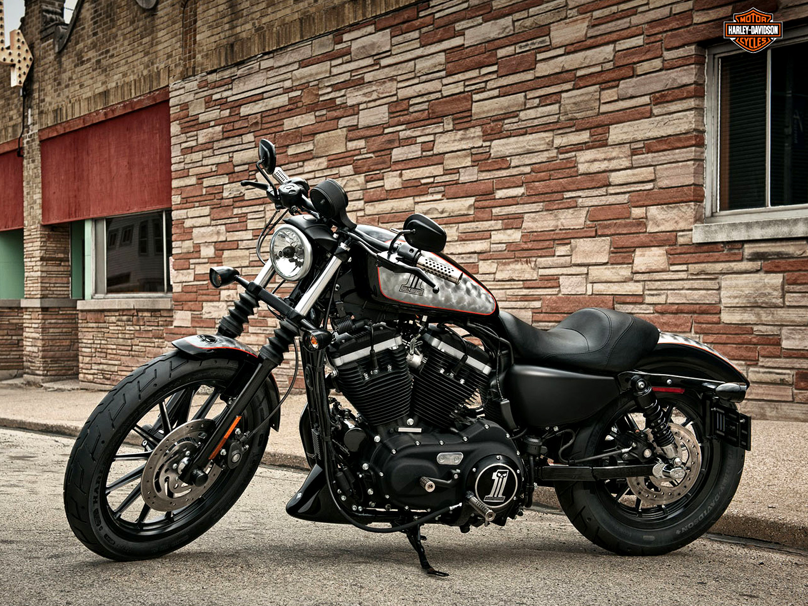 2012 Harley Davidson XL883N Iron 883 review