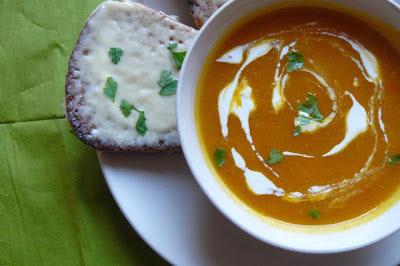 Zupa dyniowa z serowymi grzankami