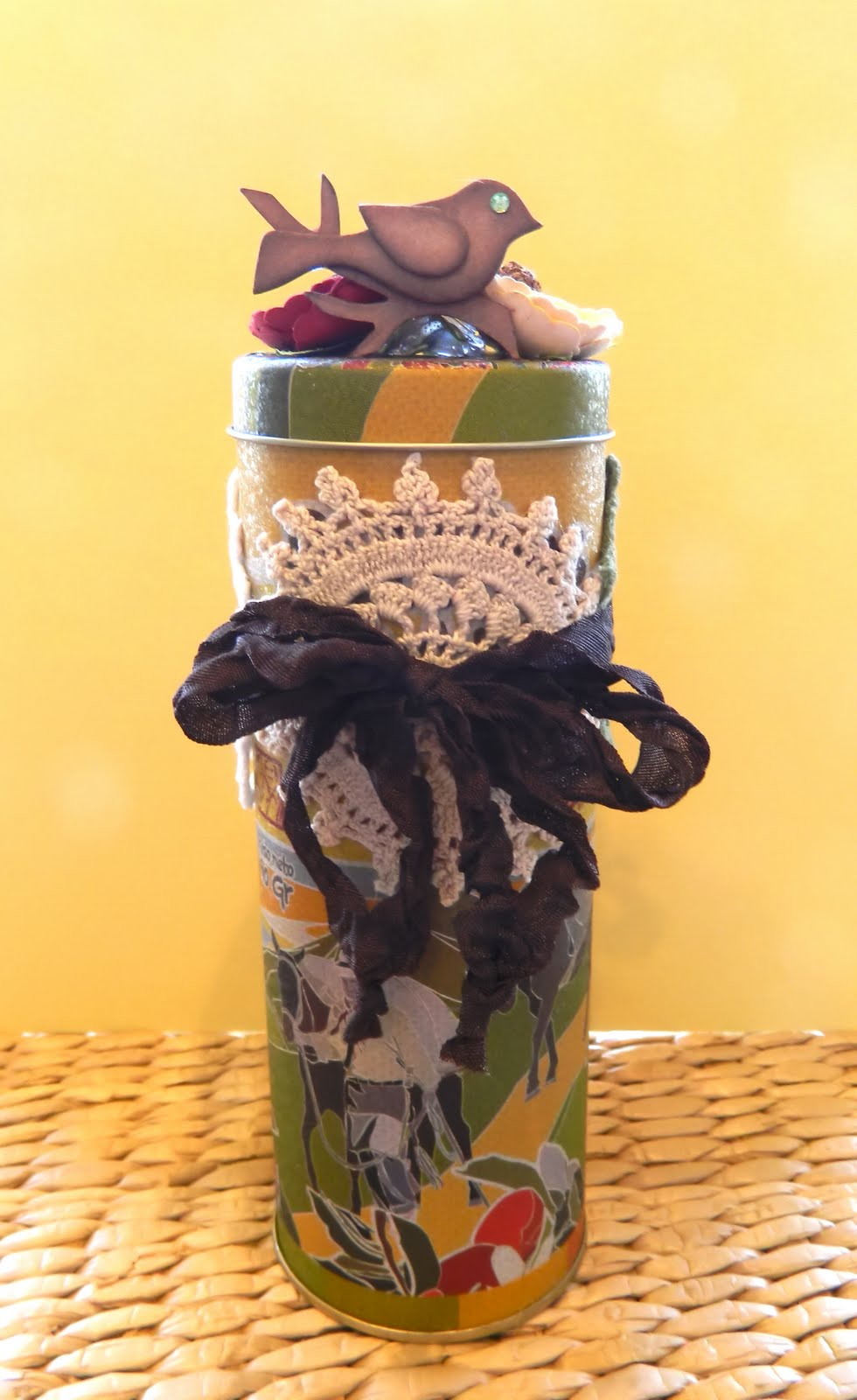 The scrappy tree recycled tins for Can you recycle cookie tins