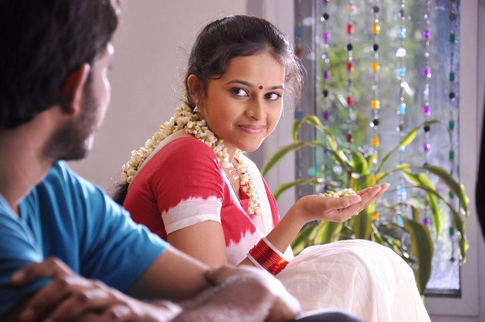 Telugu Lyrics Mallela Theeramlo Sirimalle Puvvu