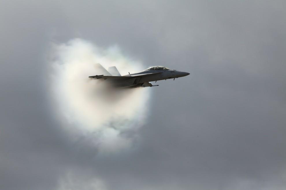 Звук летящего самолета