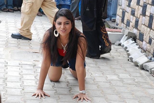 Hot Celebrities: TAMIL VJ MAHESHWARI HOT PICS
