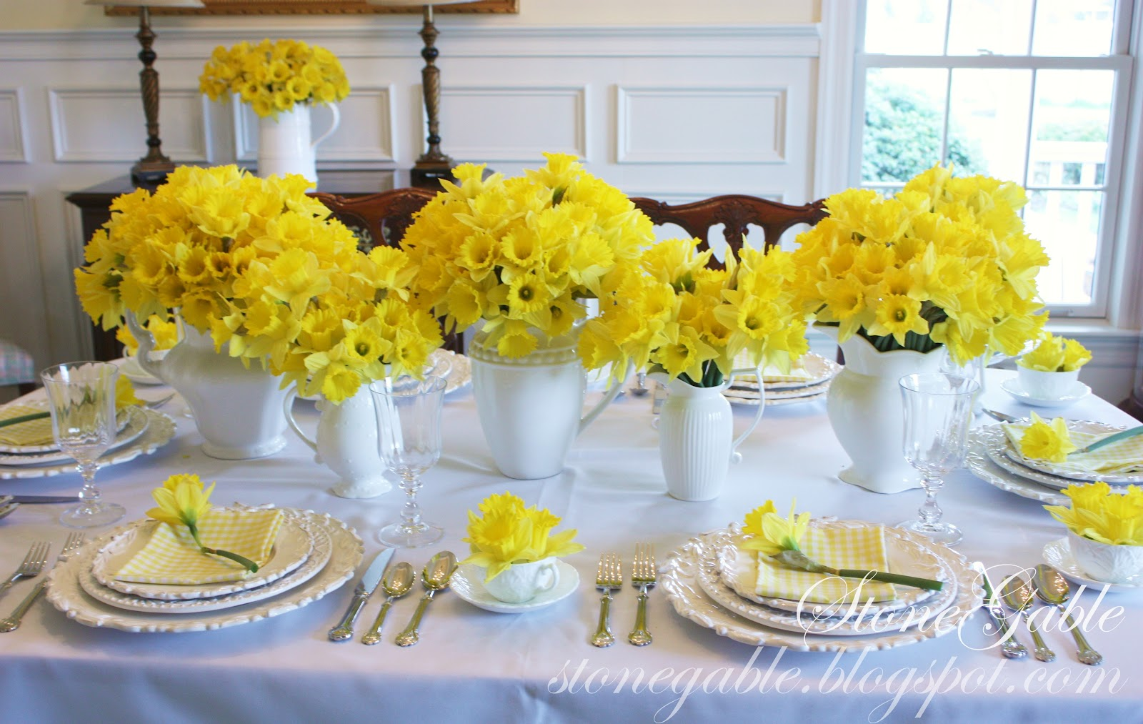 Simple Kitchen Table Centerpiece Ideas To keep the place settings a little interesting, I chose to stack ...