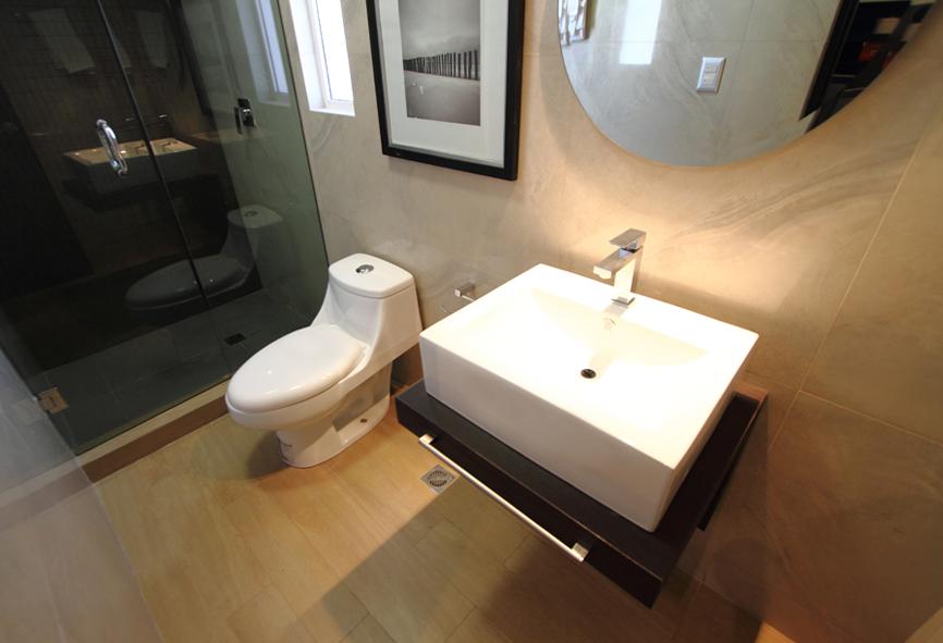 Baño Estilo Contemporaneo:Decoración Minimalista y Contemporánea: 3 estilos contemporáneos