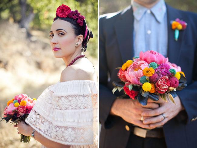 La decoración por supuesto debia estar llena de los colores tradicionales de esta ocasión, morado, naranja, rosa fucsia, etc. hacen de esta boda algo