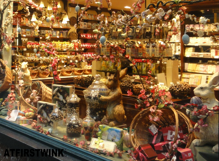 La Belgique Gourmande store window Easter theme