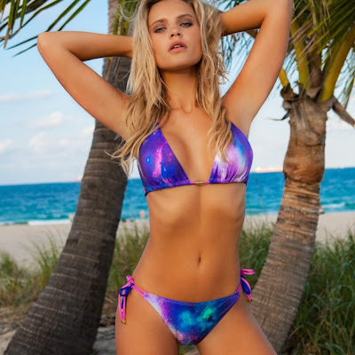 Brazilian bombshell sexy blonde Elisandra Tomacheski looks hottie for Elis beachwear