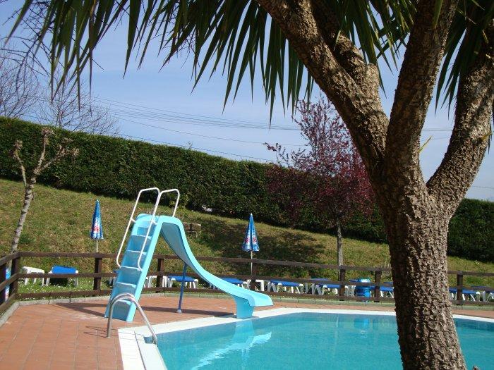 Camping ribadesella tobogan en la piscina exterior a for Tobogan piscina