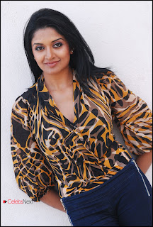 Vimala Raman Latest Pictureshoot Gallery in Skinny Jeans ~ Celebs Next