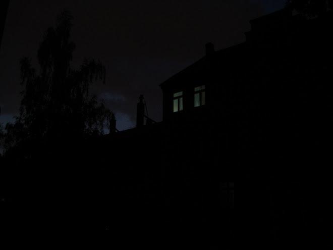 házunk éjjel