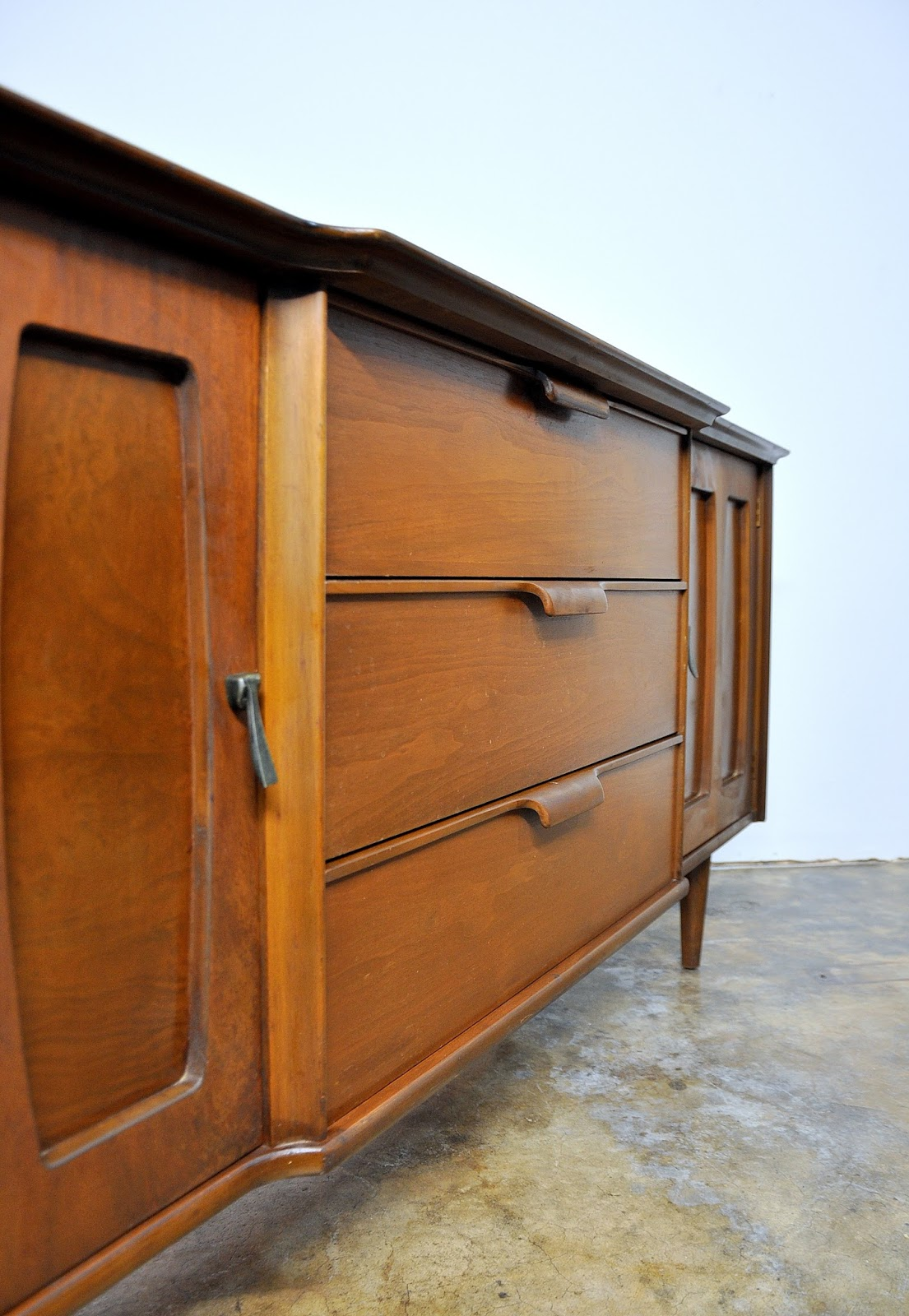 Select Modern Stanley Furniture Credenza Bar Media Console Buffet Or Sideboard