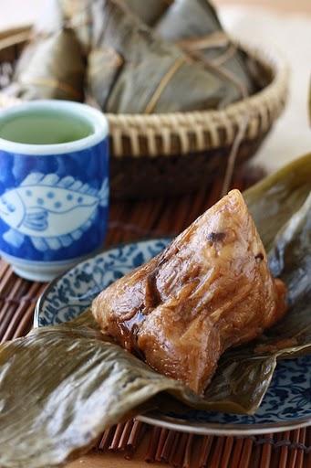 Traditional Zongzi Rice Dumplings (Bak Chang 肉粽) recipe by SeasonWithSpice.com