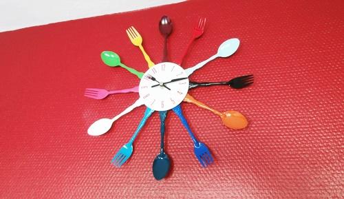 Küche Kitchen Uhr Wanduhr Clock Rot Red