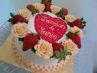cake with fresh fruit/ fresh flower