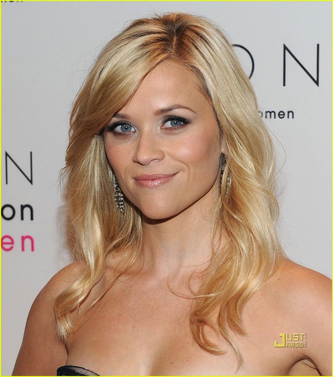 http://2.bp.blogspot.com/-ZfwT21eq3ps/URZQlbnUz8I/AAAAAAAACGs/Xhk7GKfBfQ0/s1600/Reese-Witherspoon-Avon-Foundation-for-Women-Gala-reese-witherspoon-16549499-1078-1222.jpg