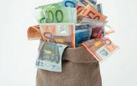 Η μεγάλη αποκάλυψη: Κράτος και τράπεζες ''έκλεψαν'' 93 δις ευρώ από την αγορά!