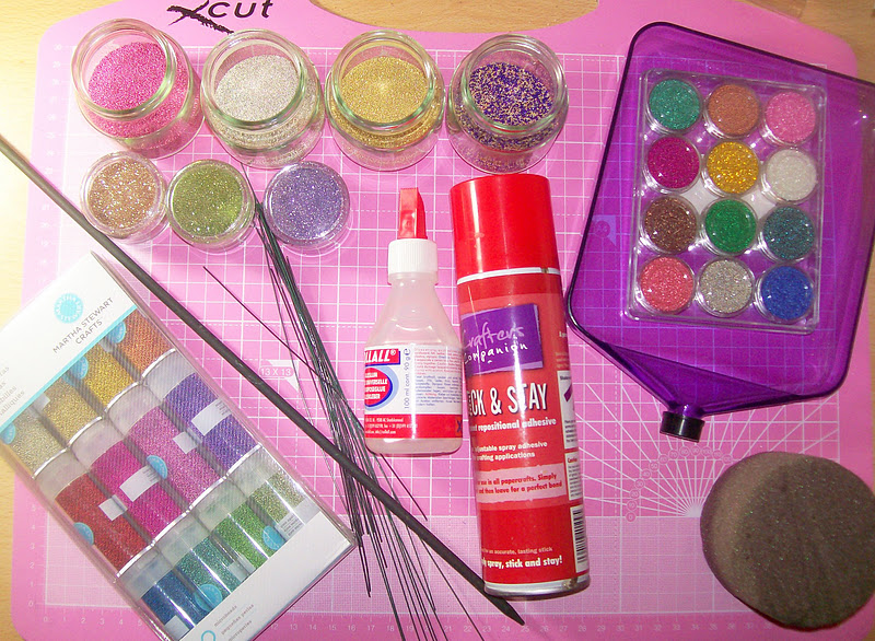 how to keep glitter on plastic without glue spray